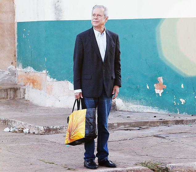 José Dirceu deixa Centro de Progressão Penitenciária para trabalhar em escritório, em julho de 2014, no DF.